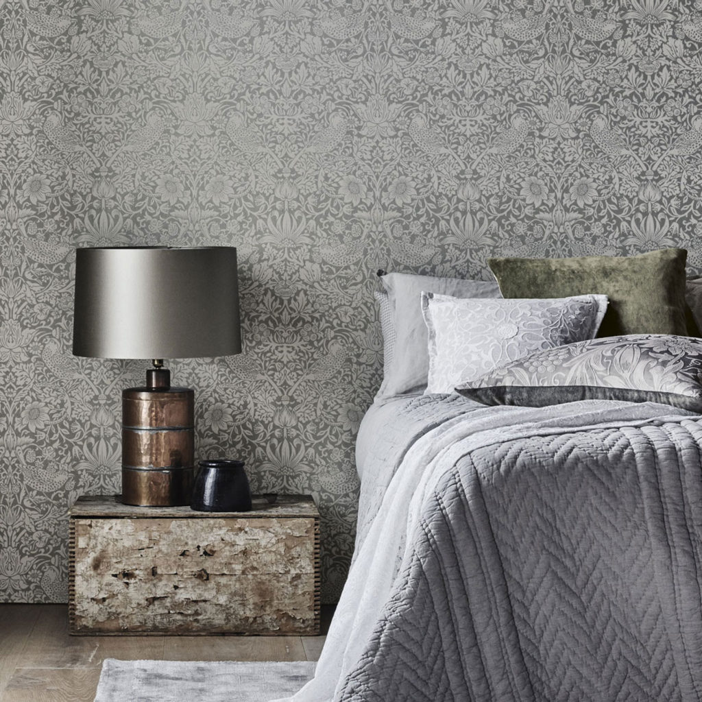1-morris-pure-wallpaper-strawberry-thief-natural-botanic-neutral-white-beige-darker-bedroom